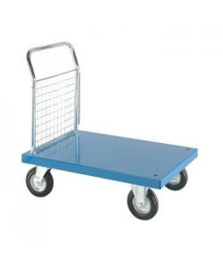 Chariot plateforme en acier inoxydable avec un panneau en treillis à une extrémité.